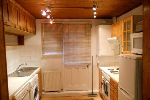 8STN19F1-Kitchen